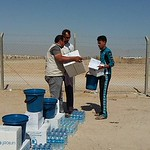 NRC is present in Al Iraq Camp delivering emergency aid such as safe drinking water and food parcels to newly displaced families from Fallujah. Photo: NRC