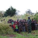 20151021-USG O'Brian vists IDPs in Dekoa